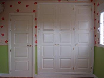 Puertas lacadas a juego con armarios